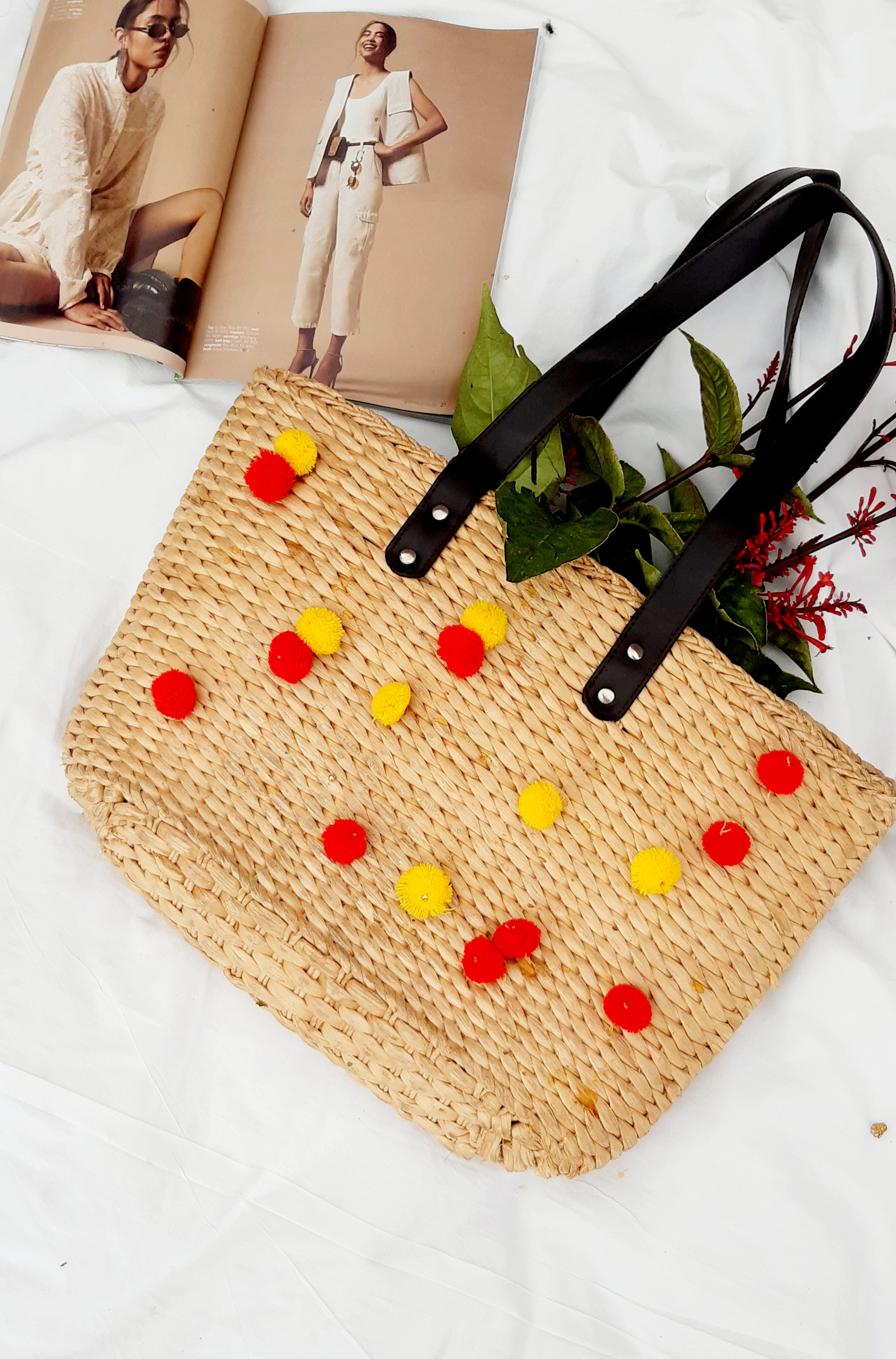 How to zhoosh up your straw bag: Pom Pom style.